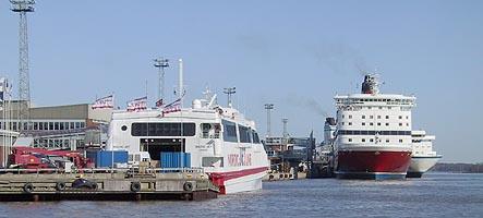 Laiva saapuu Helsinkiin